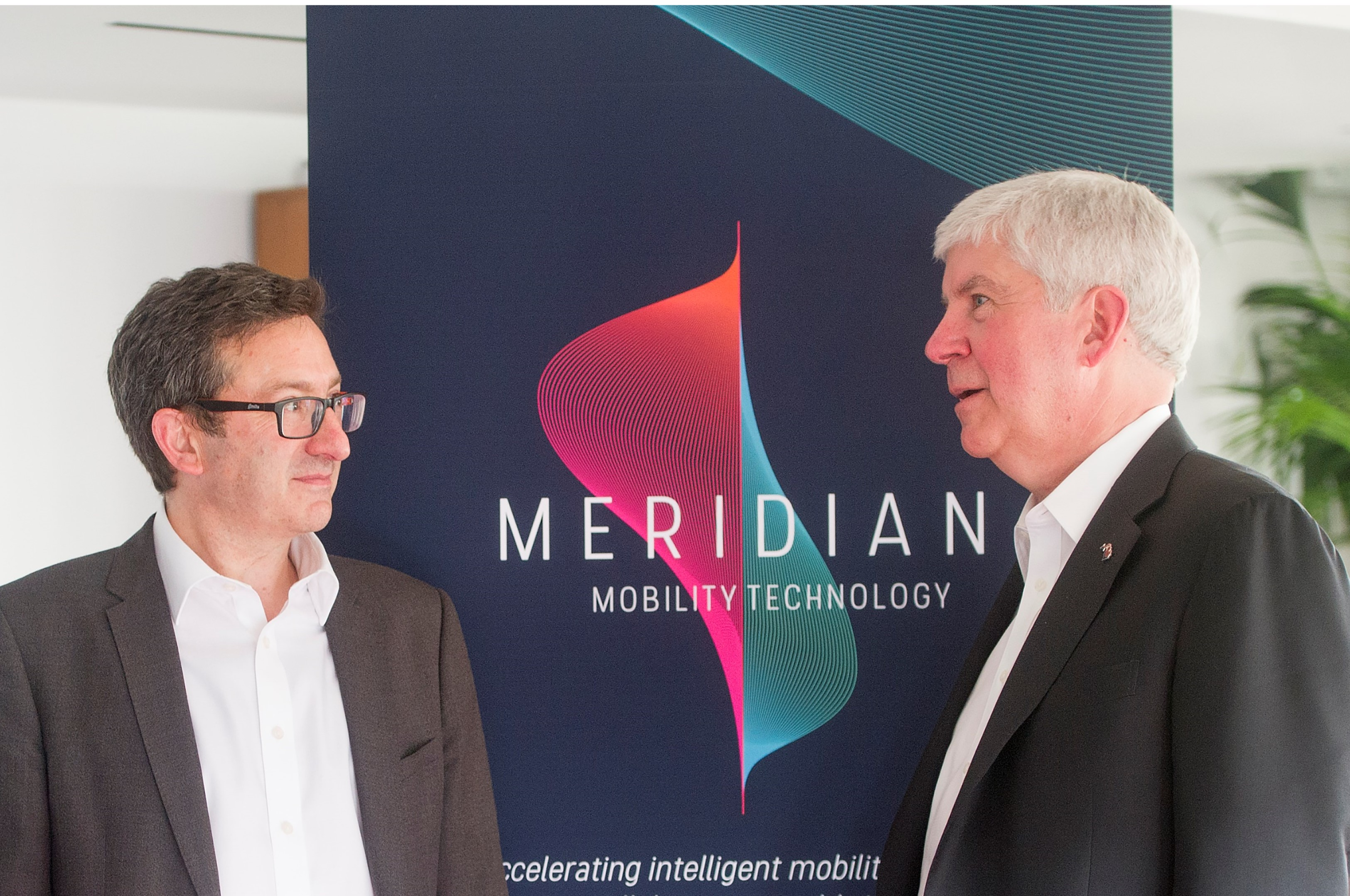 Dr Daniel Ruiz, CEO Meridian (l) and Governor Rick Snyder discuss the MoU between the UK and the USA
